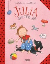 Julia sätter sig