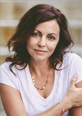 Renée Carlino